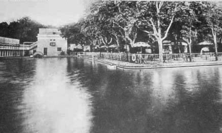 Piscina casa de campo madrid terraza rodeada por piscina for Piscina el pardo