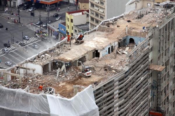 Derribo de los  edificio São Vito y Mercurio