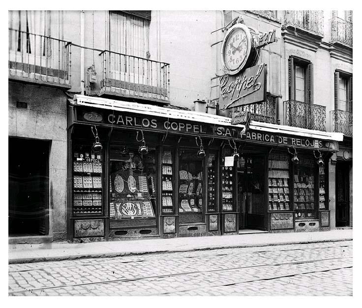 Relojería y fábrica de relojes Carlos Coppel , en la calle