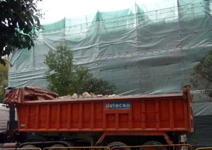 Imágenes de la demolición de los edificios Juan Bravo 3B y 3C en noviembre de 2011.