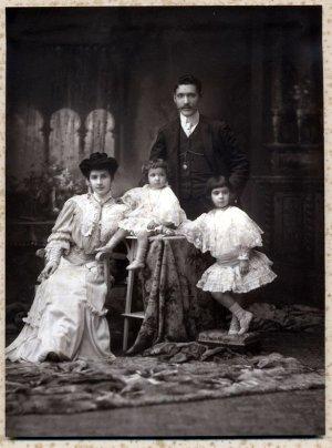 manuel-tarsila-e-hijos