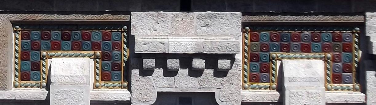Hospital de Maudes Fachada interior y mosaico