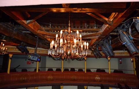 Estructura de madera del techo, original del coliseo neoclásico.