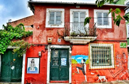 Meninas en la calle de Alonso López, 2 de Canido, en Ferrol