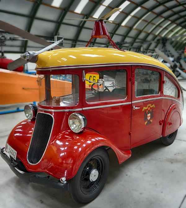Viena Capellanes autogiro-small.jpg