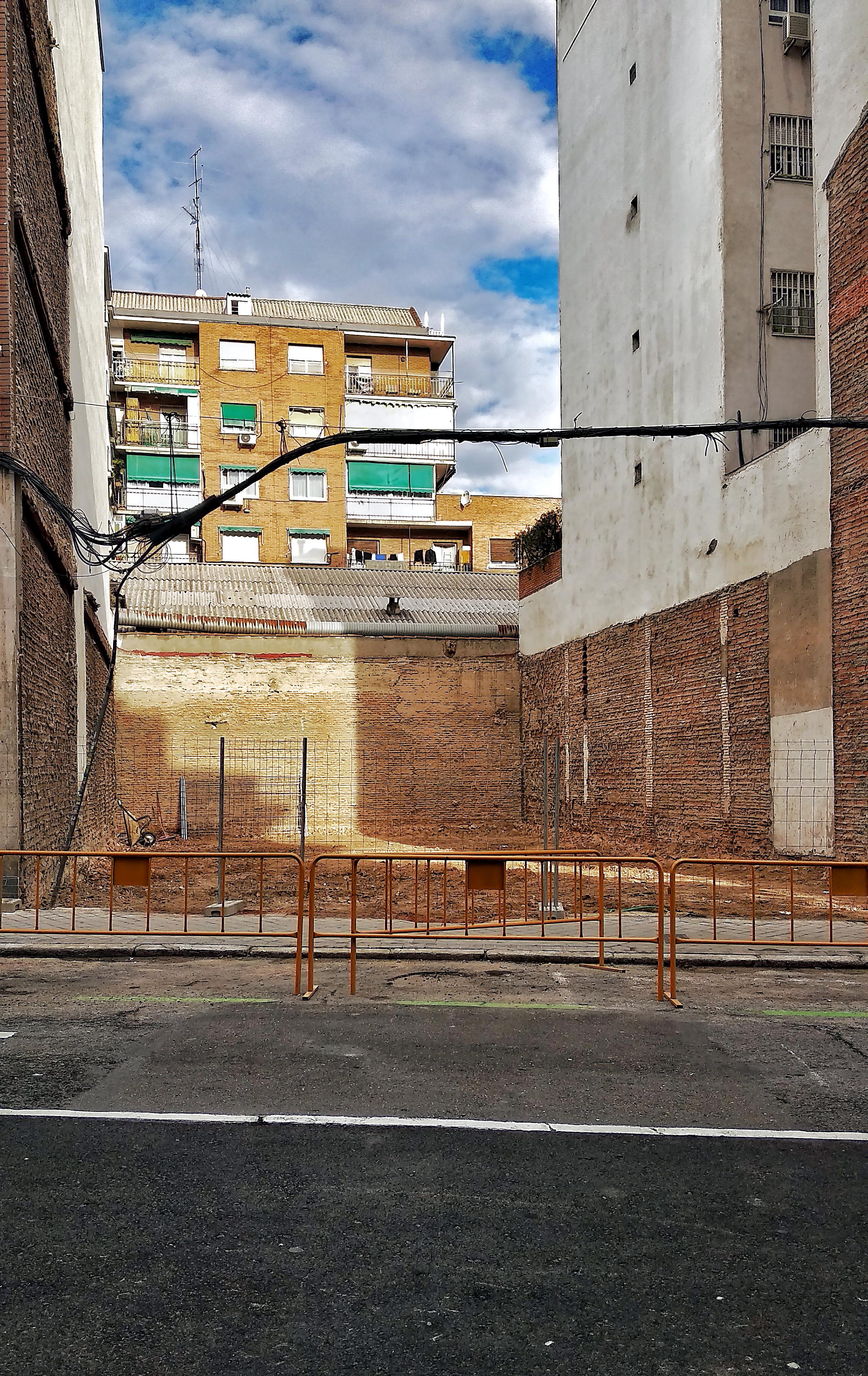 Solar en la calle de Canillas número 75, la Prosperidad. (Foto: Enrique F. Rojo Escobar, 2018)