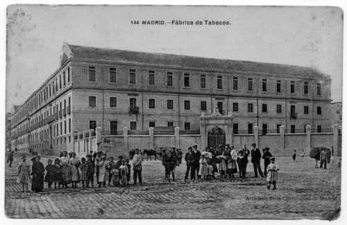Fábrica de tabacos de Madrid desde la calle de Embajadores, c. 1908.