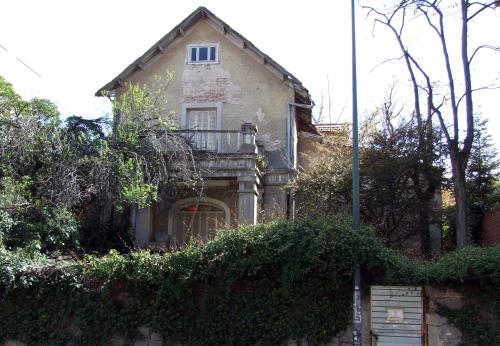 Hotel Virma en 2008, en estado de abandono. Fachada lateral sur en la calle de la prensa nº 3.