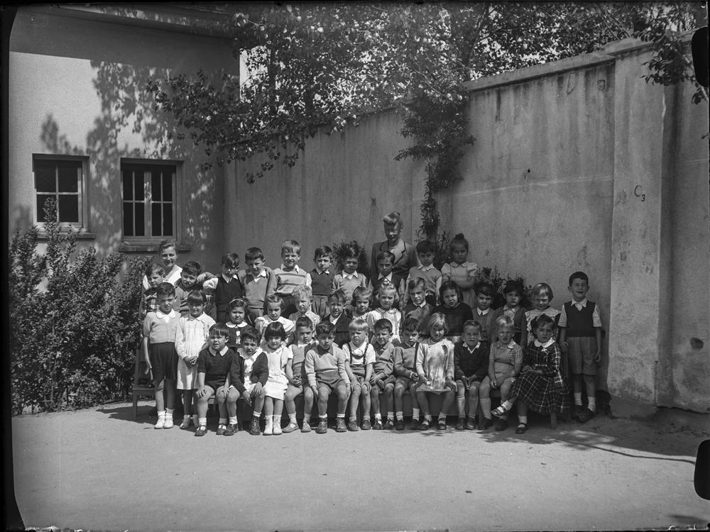 2 [Retrato en grupo de uno de los cursos del Colegio Alemán de